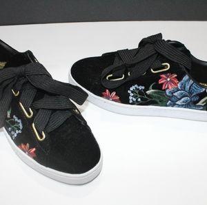 Velvet floral Pumas